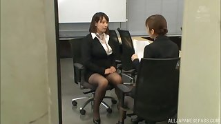 Asian babe Haruna Hana blows a dick like a pro in the office