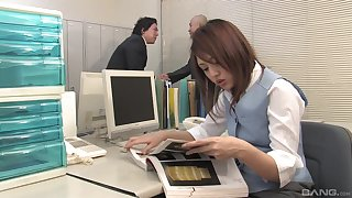 Rino Mizusawa adores a blowjob with her colleague in her office